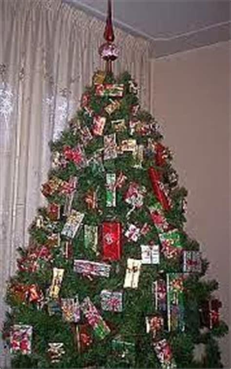 alberi di natale fatti in casa 10 modi per addobbare un albero di natale paperblog