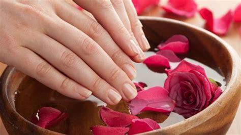 Buat Manicure tak perlu takut mahal manicure di rumah ini bisa bikin