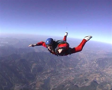 parachute dive top 10 fascinating skydiving myths listverse