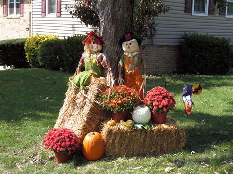 Outdoor Yard Decorating Ideas Decorating With Hay Bales For Fall Search Decorating For Fall Search