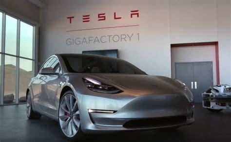 Tesla Model S Motor Trend Motor Trend Scores An Exclusive Look At Tesla S Model 3 Bgr