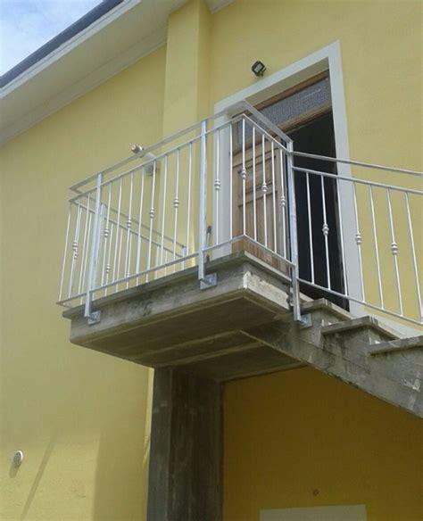 terrazzi con ringhiera ringhiere prezzi on line ringhiere recinzioni