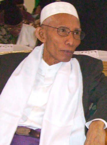 Peci Haji Hijau Tua Soylu sarung peci putih dan fiqh kiai sepuh sahal oleh astro