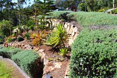 Garden Rocks Brisbane Gold Coast Rock Walls Retaining Walls The Rock Wall Experts