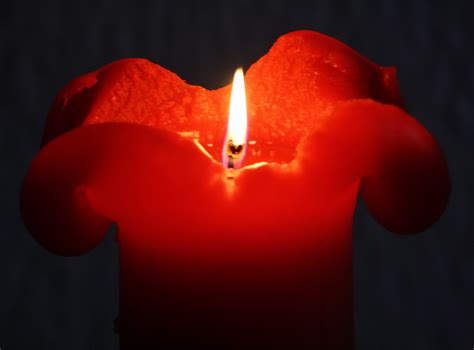 foto candele accese file rote kerze candle jpg wikimedia commons