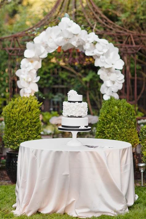 wedding cake table decor wedding cake table with flower box archives weddings romantique
