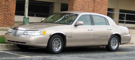how cars run 1998 lincoln town car user handbook file 1998 02 lincoln town car jpg wikimedia commons
