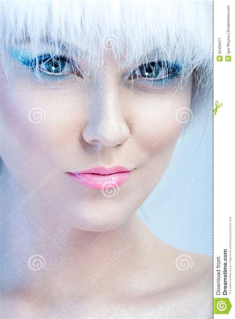 5 Best Foundations For Winter Time by Le Visage De La Fille Avec Le Maquillage D Hiver