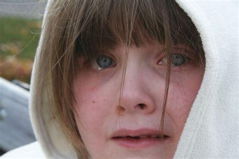 imagenes ninos maltratados los ni 241 os maltratados reaccionan como los soldados en