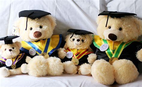 Boneka Wisuda Teddy aneka peluang bisnis saat acara wisuda bagi kamu mahasiswa