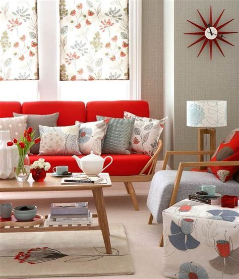 erica cbell red couch best 25 red couch decorating ideas on pinterest red