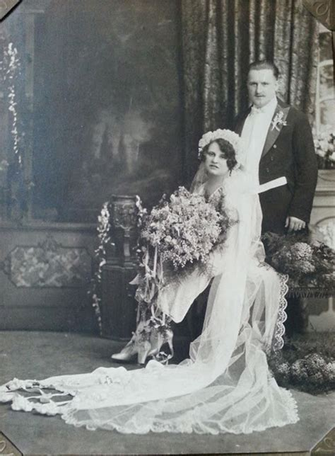 Vintage 20 S Wedding Dresses by 20 Fascinating Vintage Wedding Photos From The Roaring 1920s
