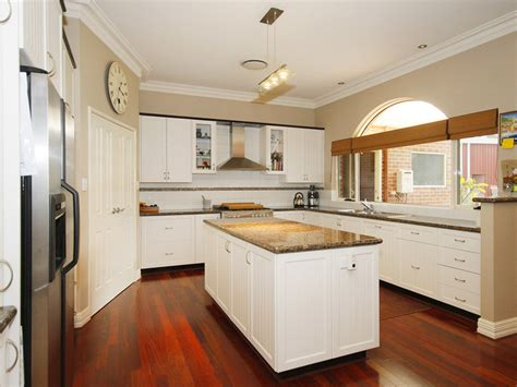 Kitchen Paint Color Ideas With White Cabinets by Modern Kitchen Dining Kitchen Design Using Hardwood