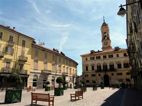 banchette di ivrea file ivrea piazza ferruccio nazionale1 jpg wikimedia commons