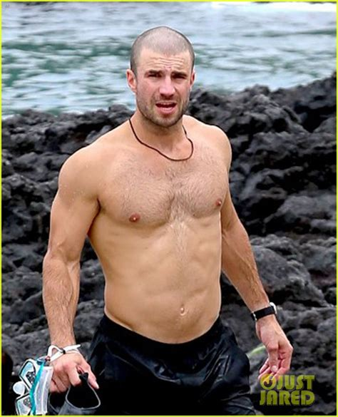 sam hunt goes shirtless in hawaii with girlfriend hannah