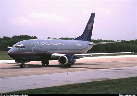 united airline sign in boeing 737 522 united airlines aviation photo 0131661