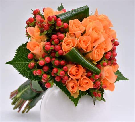 fiori di bacche bouquet con arancio e bacche fiori de berto