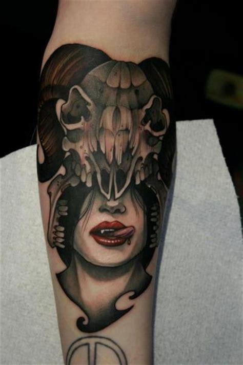 tatouage bras cr 226 ne vampire par mitch allenden