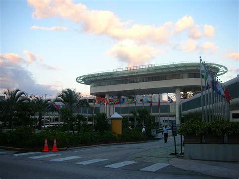 imagenes del aeropuerto de miami florida trabajadores del aeropuerto de miami exigen mejoras en las