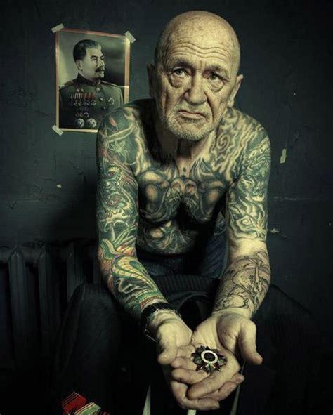 10 fotos de ancianos tatuados the idealist