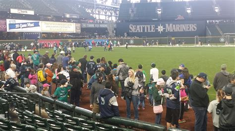 seattle mariners fan fest seattle mariners 2015 fanfest photo gallery and thoughts