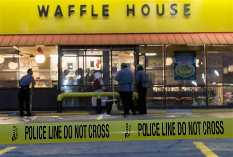 shooting at waffle house atlanta rapper yung mazi shot at buckhead waffle house