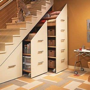 wandschrank unter treppe stauraum unter treppe wohnen stauraum