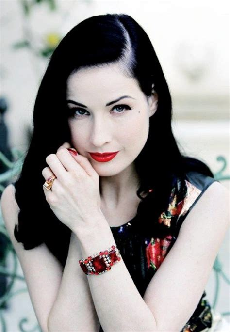 8 Perks Of Pale Skin by 86 Best Images About Pale Skin And Black Hair On