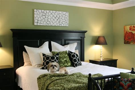How Much To Paint Living Room by 1000 Ideas About Green Bedroom Paint On Green