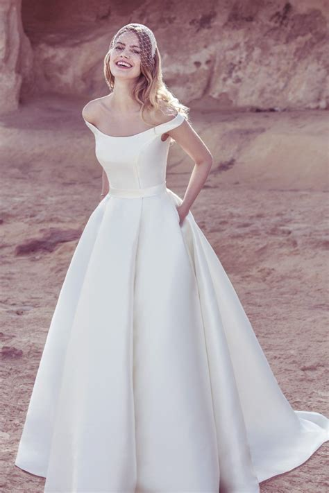 brautkleid halblang modern ballgown dress style 19093 weddings
