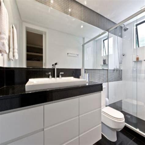 decoração de banheiro pequeno todo branco banheiro decorado preto e branco