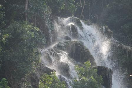 Batu Daerah Sumba Timur Ntt air terjun lapopu untuk kehidupan dan sumber energi hijau
