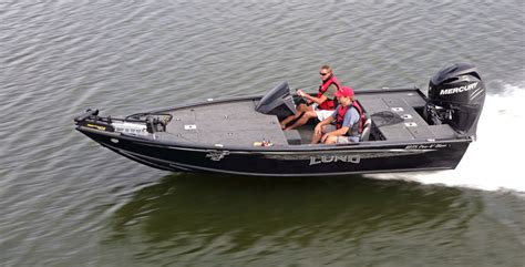 bass fishing boats reviews lund 1875 pro v bass review boat