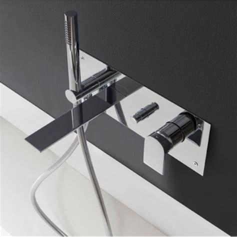 baignoire avec porte 892 robinet mitigeur inverseur baignoire ran 2205 mural