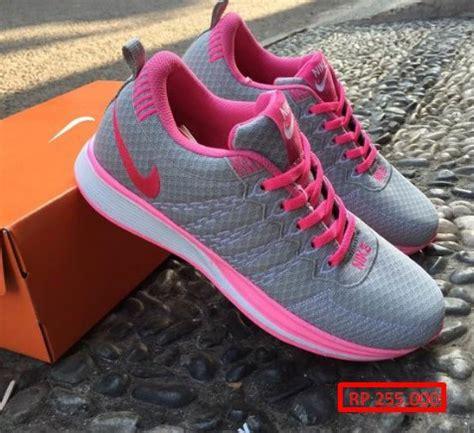 Sepatu Merk Nike Untuk Wanita 14 model sepatu nike wanita paling baru dan populer baju