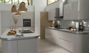 wren kitchen designer handleless cashmere gloss kitchen wren kitchens