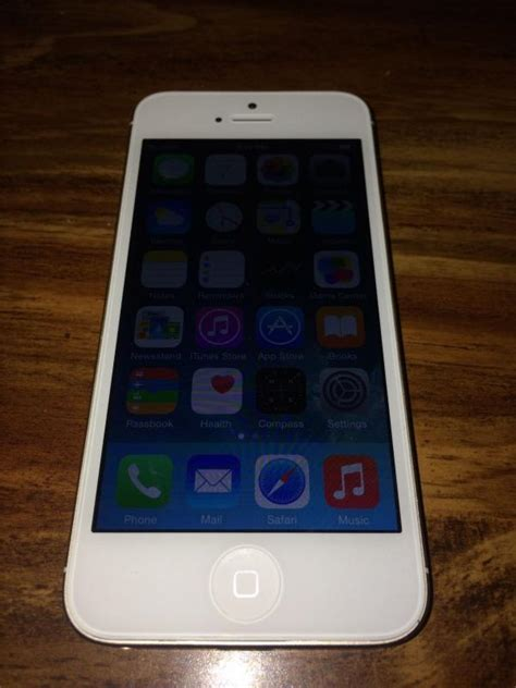 sold apple iphone 5 16gb at t white chagne