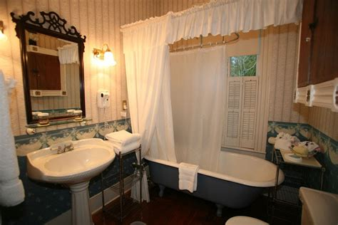 bathroom home decor lifestyle decorating a modern victorian bathroom
