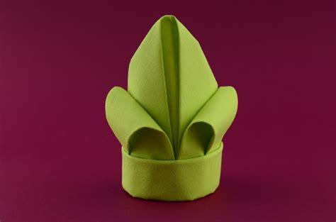 bettdecke falten anleitung lilie servietten falten hausumbau planen