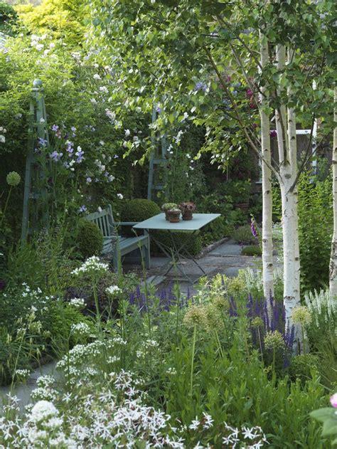 small garden design 25 beautiful small garden design ideas on