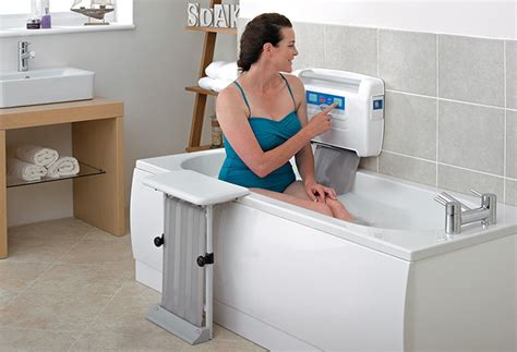 bathtub aids for seniors mobilty bathing aids for the elderly easytobathe