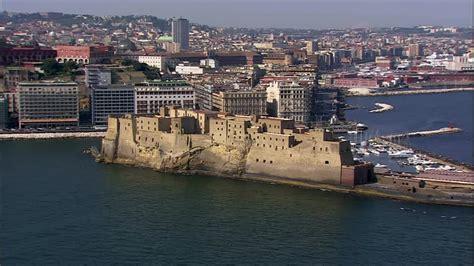 castel di porto naples canie italie vue a 233 rienne hd stock