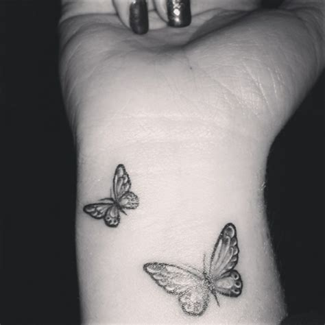 tatouage poignet papillon quotes