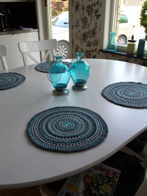placemat patterns for tables dress up your table with these stylish crochet placemats