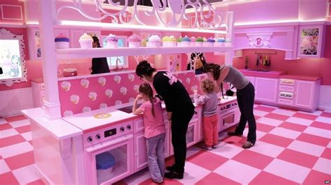 barbie doll house canada in pictures berlin barbie doll house attracts fans and foes bbc news