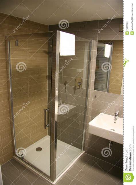 Badezimmer Modern Nur Mit Dusche by Moderne Dusche Stockbild Bild Frisch Sauber Hotel