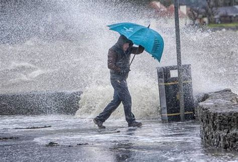 winds of 110km hr and heavy rain to hit as weather front