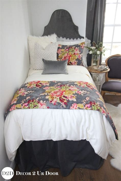 dorm comforter 25 best ideas about dorm bedding sets on pinterest
