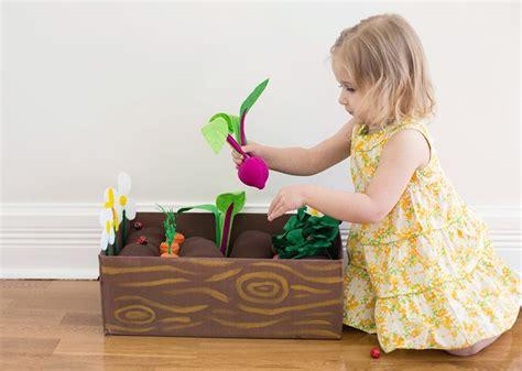 Diy Plantable Felt Garden Box A Beautiful Mess Plan Toys Vegetable Garden