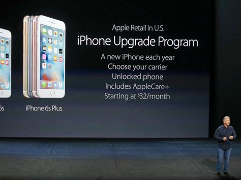 apple aapl gives customers start in pre ordering iphone 6s abc news